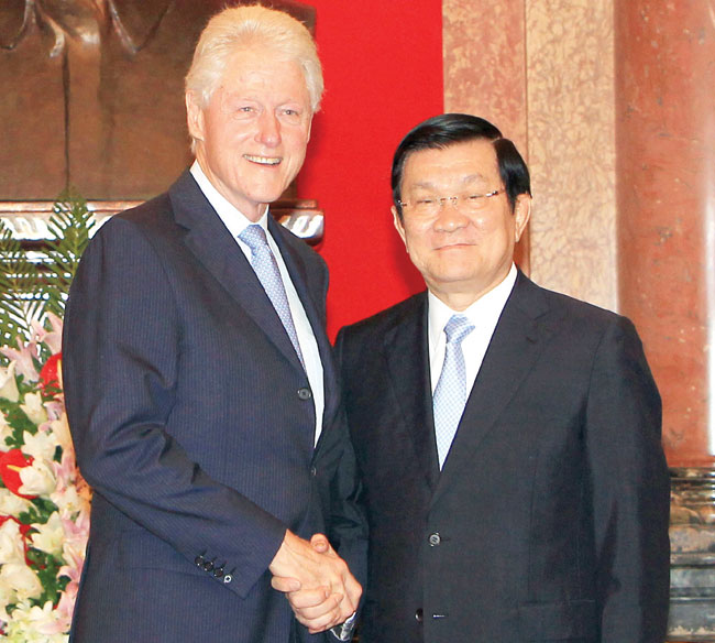 VN leaders pay tribute to Clinton on latest visit