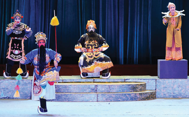 Tuong stage faces shortage of performers