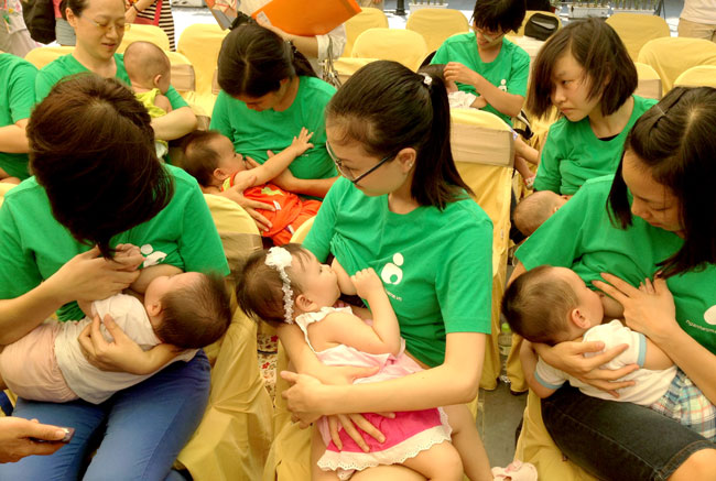Experts promote breast feeding