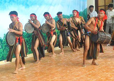 Folk music heats up Quang Ngai