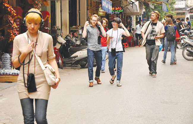 Sound Walk tour enlivens Ha Noi streets
