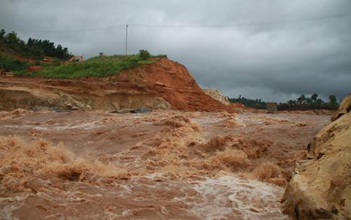 Minister orders enquiry into hydro-dam breach