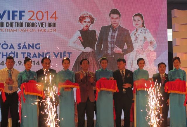 International fashion fair showcases new trends