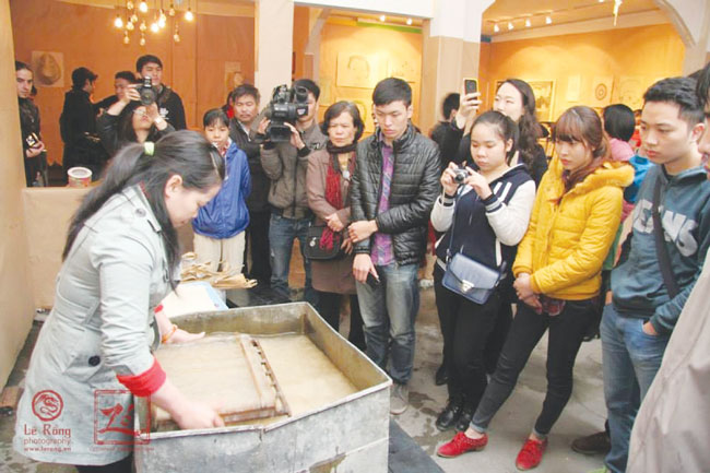 Young womans social enterprise revitalises do paper-making trade