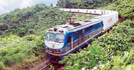 A north-south train of Viet Nam Railway Authority. Viet Nam plans to spend US$5.1 billion to modernise the North-South railway from Ha Noi to HCM City.