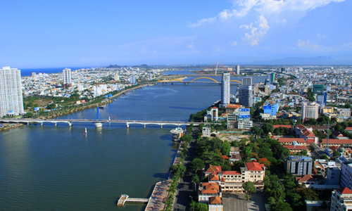 Da Nang sues students for breaking contracts