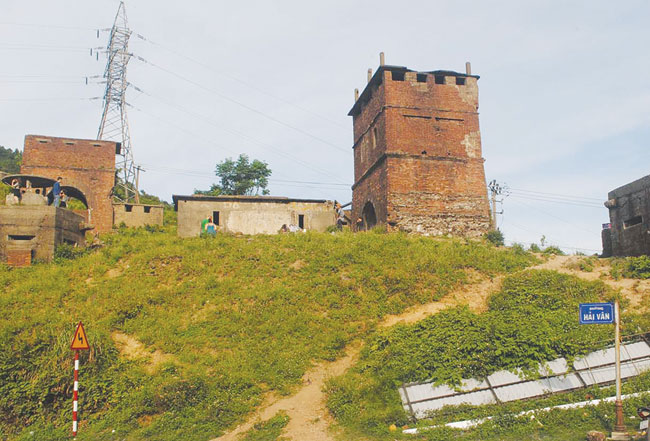 Dispute leaves old gates in ruins