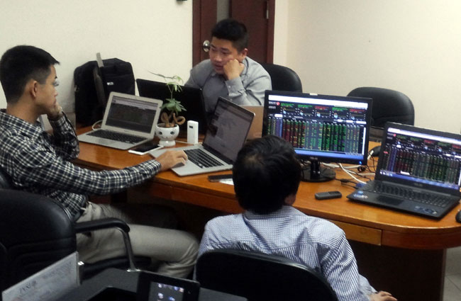 VN shares climb on TPP hopes