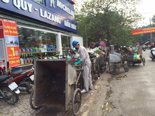 Rubbish collection causing pollution odours in Ha Noi