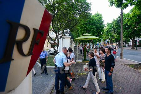 Ha Noi residents mourn Paris attack victims