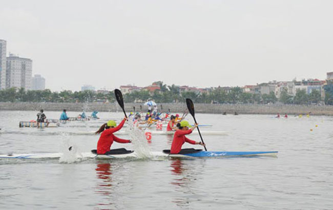 Ha Noi triumph in canoeing rowing event