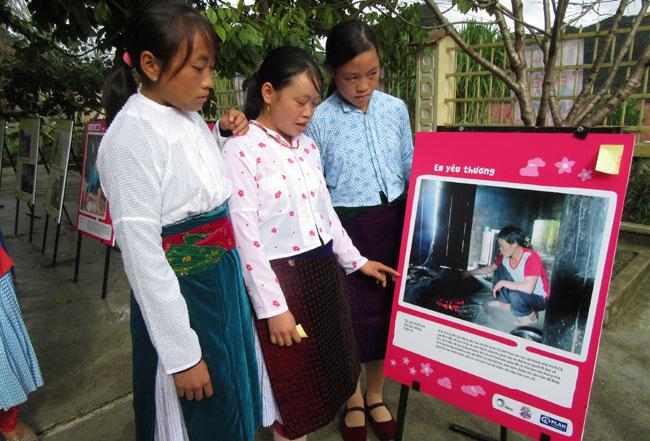 Photos strengthen confidence of Mong girls