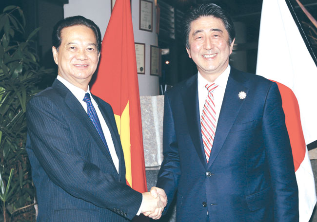 PM discusses co-operation with Abe ahead of ASEAN Summit