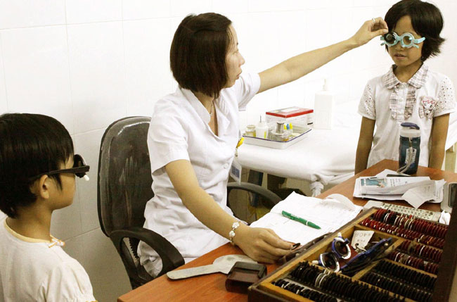 Poor eyesight affecting gifted urban VN students