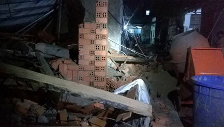 One person dies in house collapse