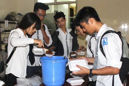 Food donations warm hearts of recipients