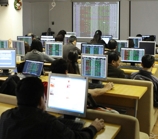VN shares led up by banks