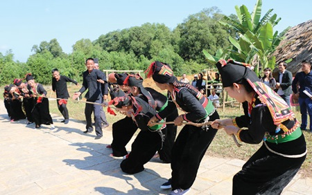 People from La Hu ethnic group play tug-of-war folk game in their festival. Tugging rituals and games have been recognised as a tradition of humanity by UNESCO.