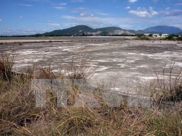 Residents keep fishing in contaminated lake in Dong Nai