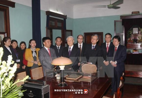 Leaders visit House No. 67 in tribute to Uncle Ho