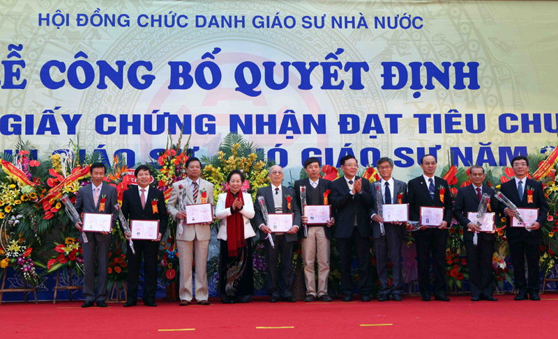VN lecturers earn title of professor