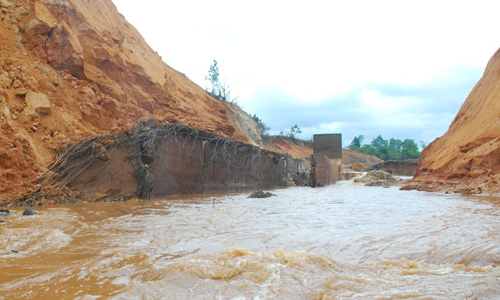 Company yet to pay for dam breach damages