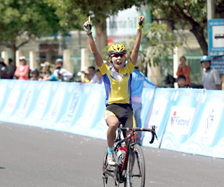 Boonsawat claims stage win