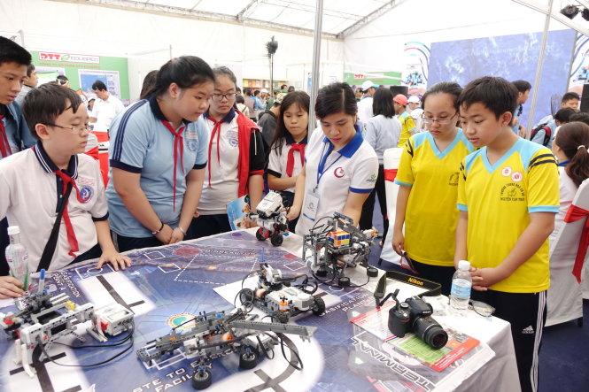 Education fair fetes Citys achievements