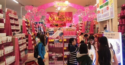 City retailers offer attractive discounts for Womens Day