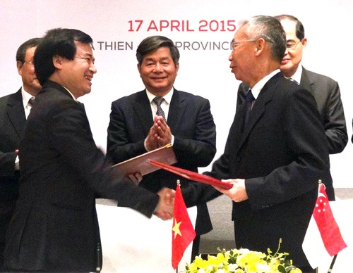 Viet Nam Singapore forge stronger economic ties