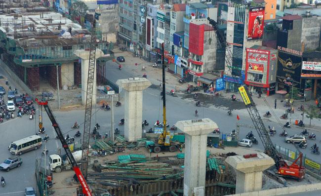 New collapse triggers Ha Noi crane survey