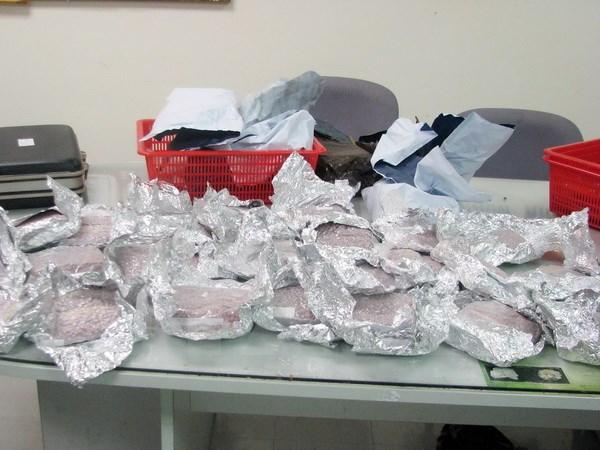 Man arrested for smuggling drugs