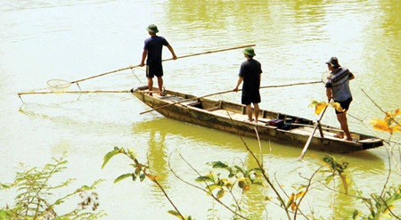 Fishermen in central Nghe An Province's Chau Thang Commune.