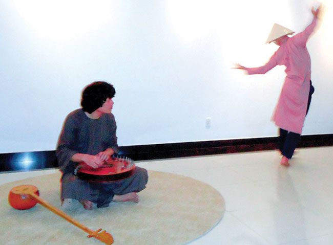 Dance takes hat off to tradition