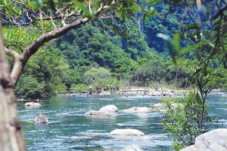 Mooc Stream is an eco-tourism destination lying inside the Phong Nha - Ke Bang National Park.