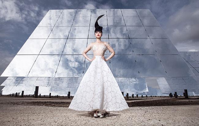 VN models show set against solar backdrop