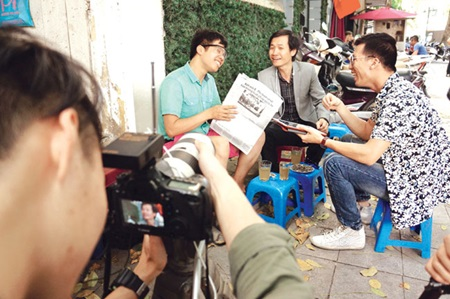 Sing it loud: Xam Tra Da (Iced Tea Busking) is a creative way of discussing news using a unique Vietnamese traditional art form.