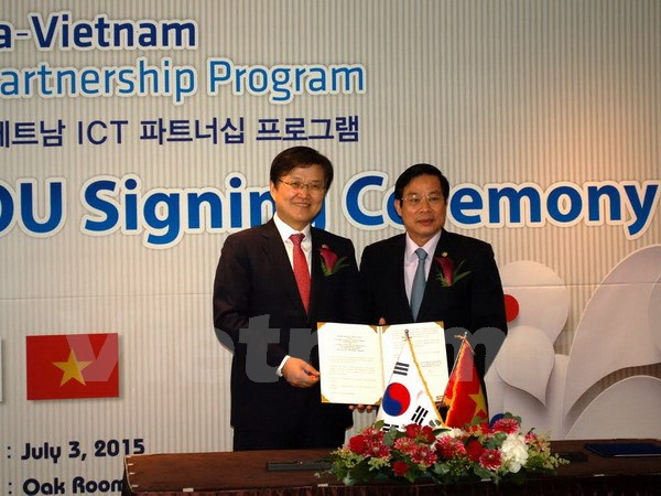 Viet Nam S Korea seal ICT co-operation deal