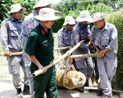 200kg bomb excavated from river in Quang Tri