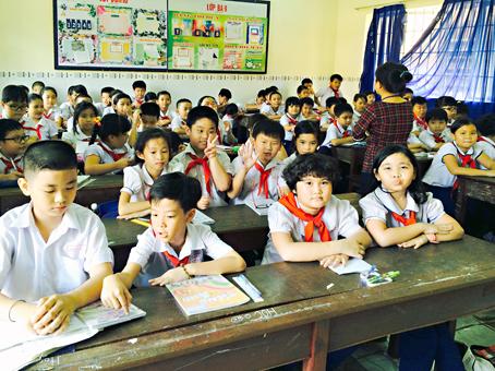 Dong Nai pupils have three shifts