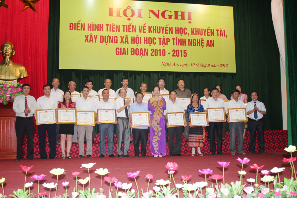 Nghe An study society helps disadvantaged students