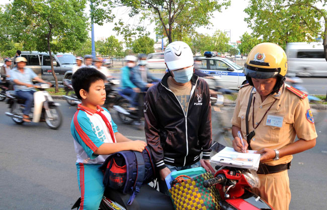 Police schools tell students to wear helmets