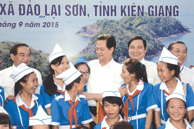 PM starts power supply project to Lai Son Island