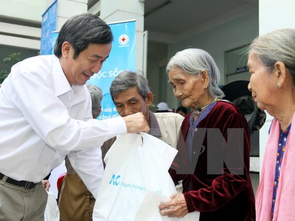 Disadvantaged people Agent Orange victims to receive Tet gifts