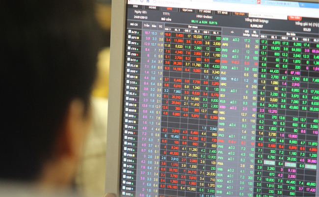 VN stocks decline amid global rout