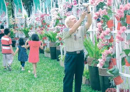 Flowery New Year: Tao Dan Flower Festival, HCM City's biggest flower fair, attracts thousands of local and foreign visitors every year.