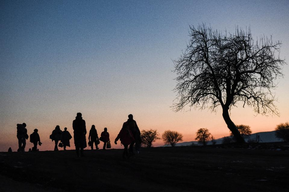 EU mulls partial Schengen suspension over migrant crisis