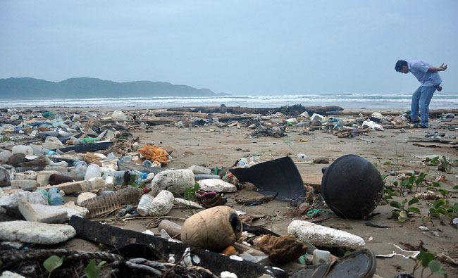 Con Dao beaches polluted with waste from fishermen
