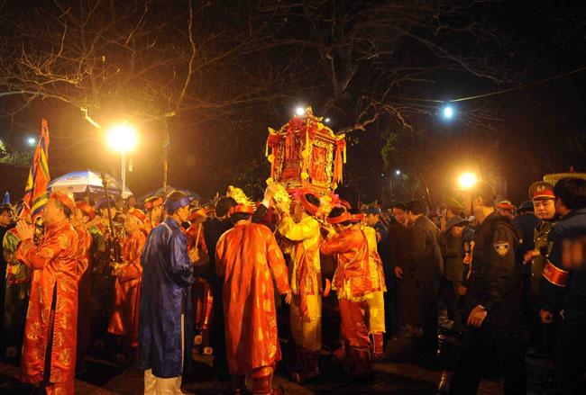 Ngoc Lo palanquin parade kicks off Tran Temple Fest