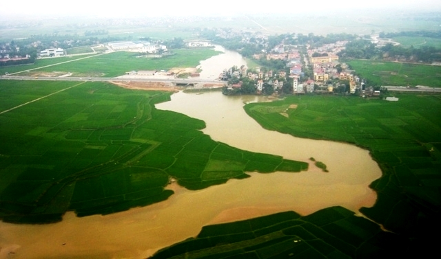 US calls for climate change action in VN